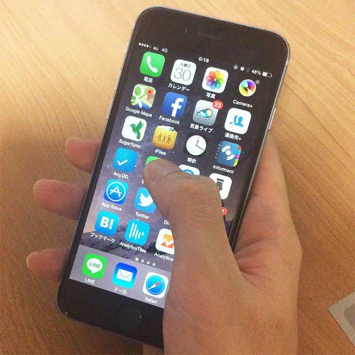iPhone 6 手で持ったところ
