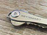 【レビュー】薄くてスマート!鍵をきれいにまとめられる「KeySmart」を購入してみた
