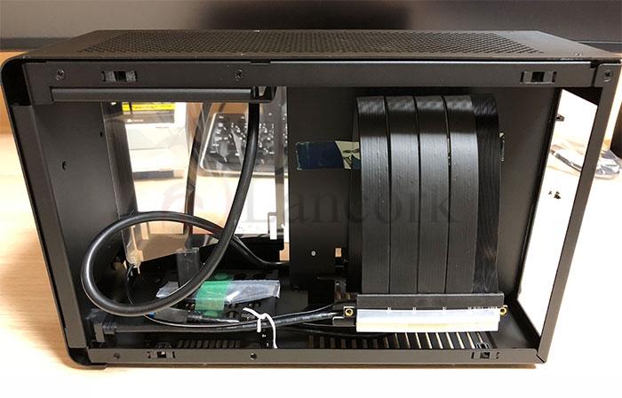 DAN Cases A4-SFX 内部CPU側