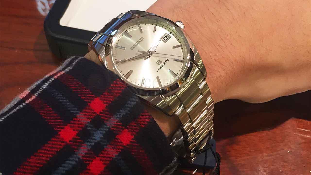 グランドセイコーの腕時計を試着