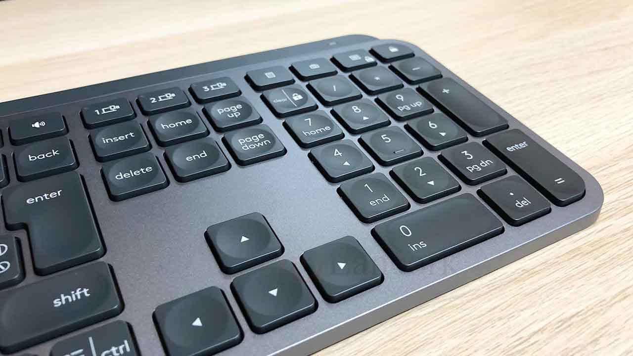 ロジクールのキーボード「KX800 MX Keys」テンキー