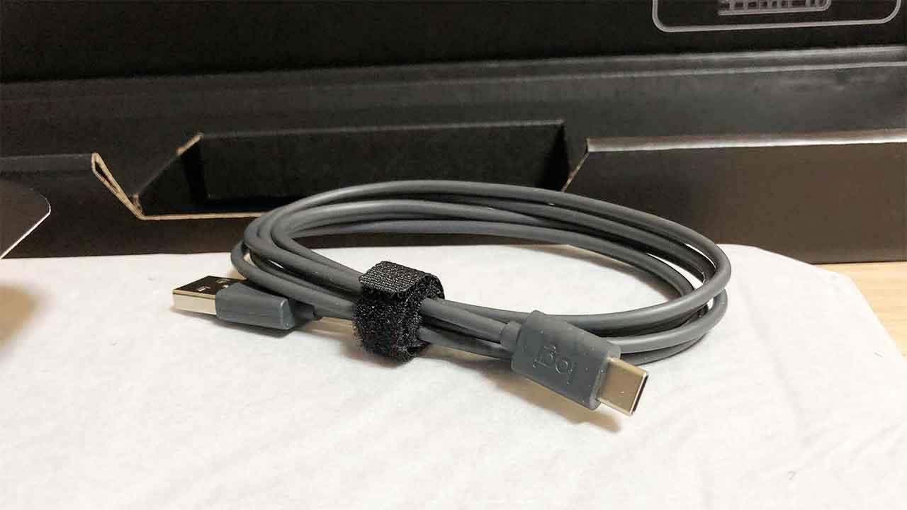 ロジクールのキーボード「KX800 MX Keys」USB-C ケーブル
