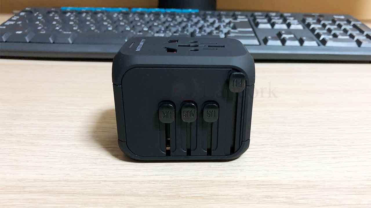 GLAMFIELDSのスライド式コンセント変換プラグ スイッチ