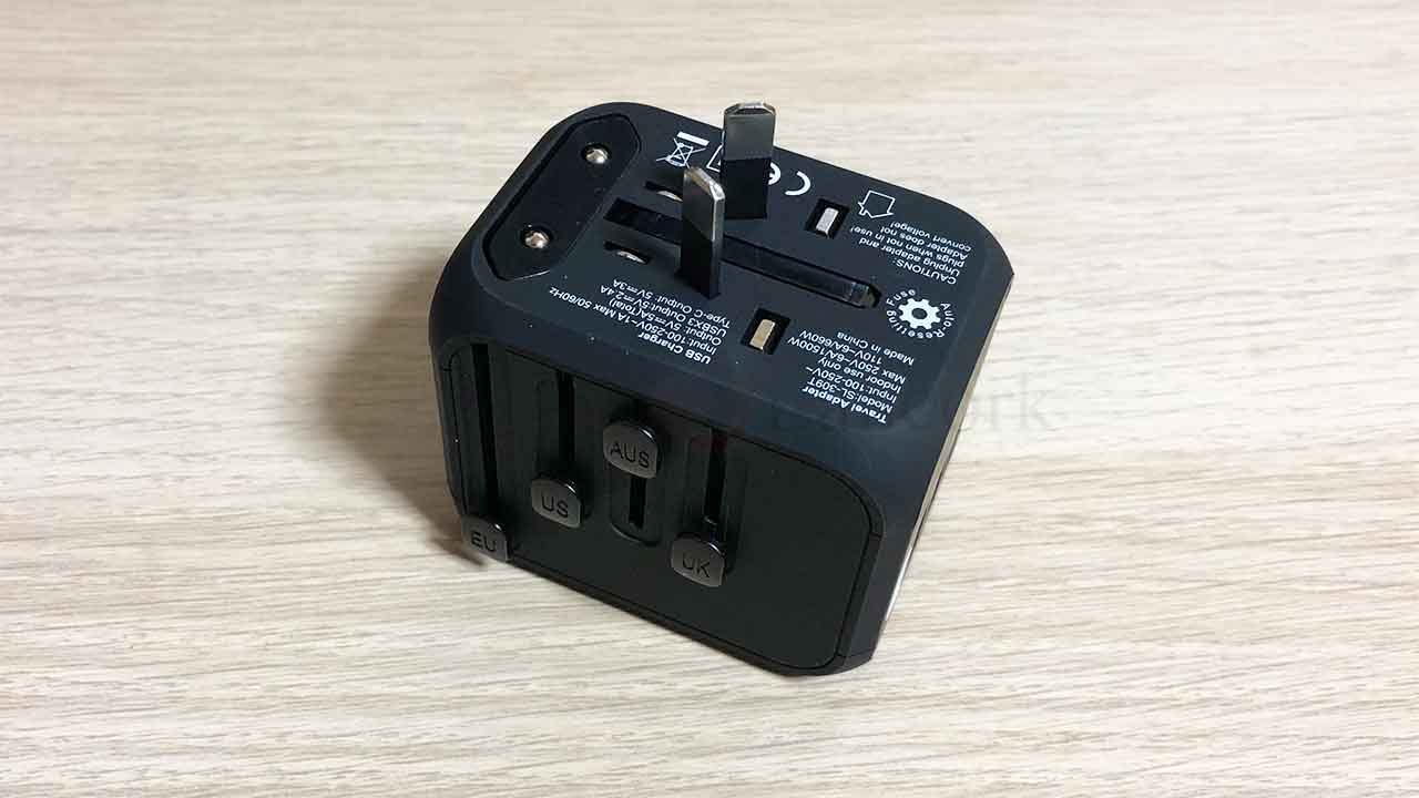 GLAMFIELDSのスライド式コンセント変換プラグ AUSスイッチ