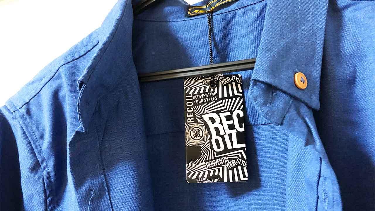 シンガポールのローカルブランド「RECOIL」の5分袖シャツのタグ