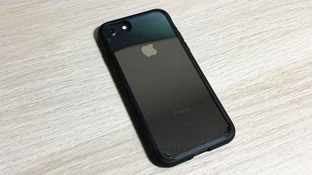 SpigenのiPhone8・iPhone7ケース クリアな裏面