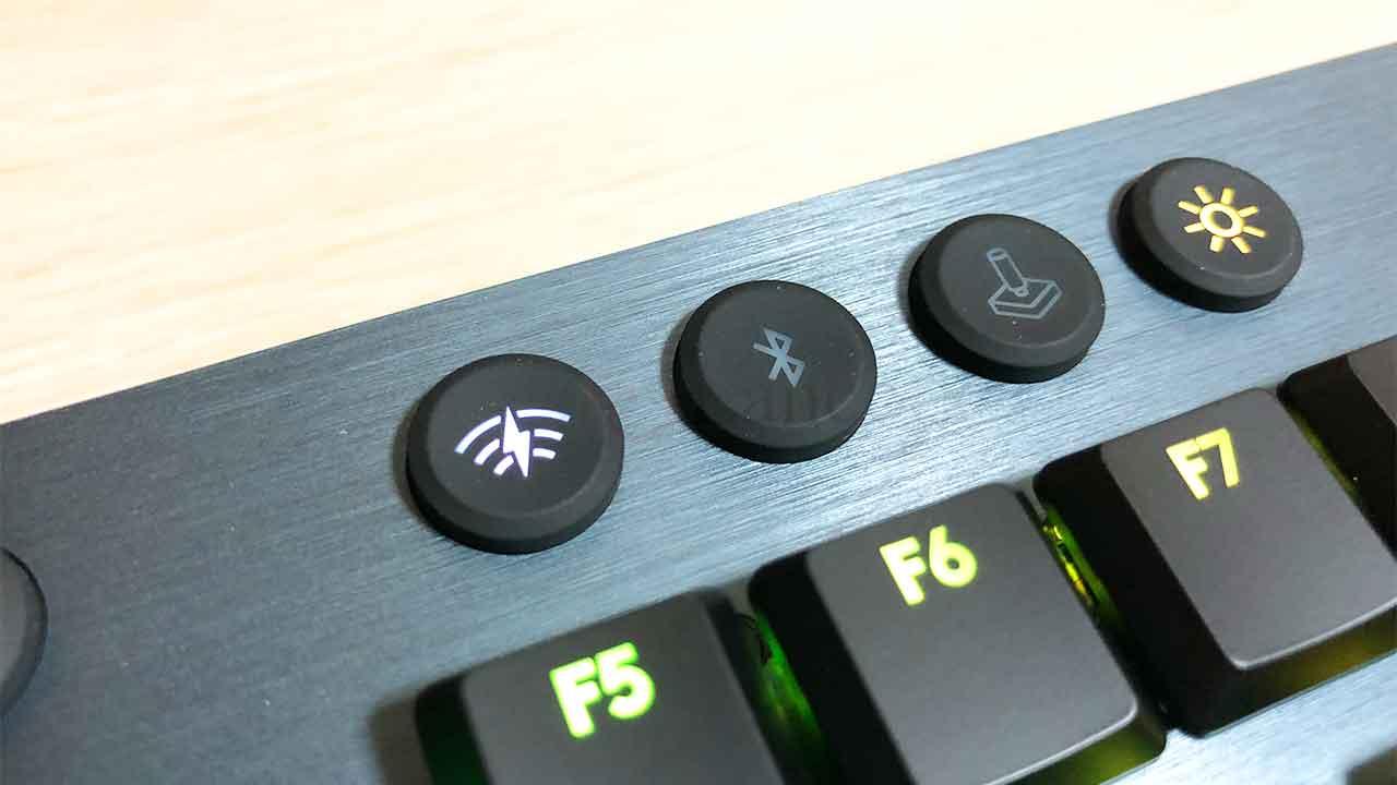 ロジクールのキーボード「G913」BluetoothとLightspeed切り替え