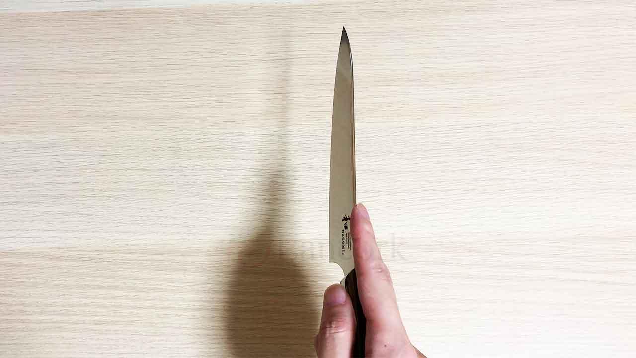三星刃物「和NAGOMI ペティナイフ」 手に持ったところ