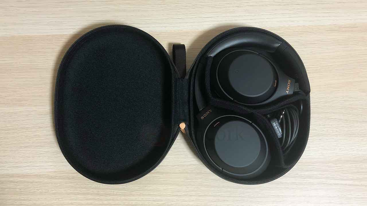 SONYのノイズキャンセリングヘッドホン「WH-1000XM4」キャリングケース