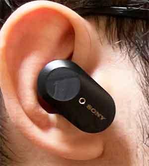 SONYのノイズキャンセリングイヤホン「WF-1000XM4」 前作の装着1