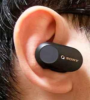 SONYのノイズキャンセリングイヤホン「WF-1000XM4」 前作の装着2